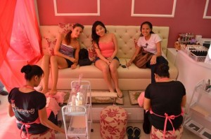 crazy sexy fun traveler with senyorite.net having our pedicure done in Pretty Tipsy Nail and Waxing Salon in Dagupan