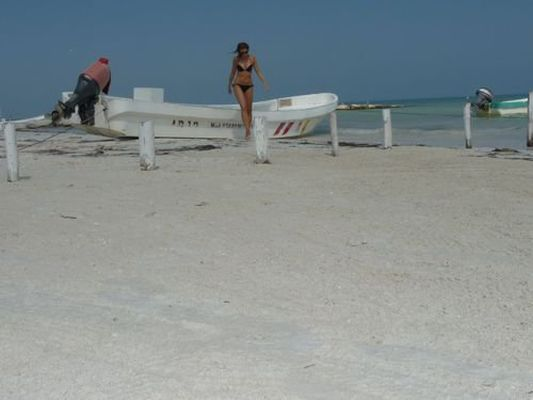 crazy sexy fun traveler on Holbox island in Mexico