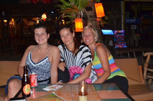crazy sexy fun traveler with Czech girls Lida and Pavla on Boracay island