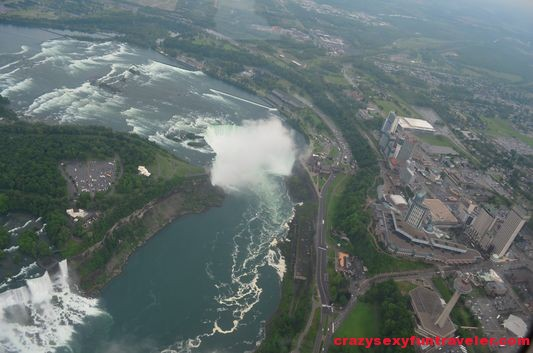 The American Falls on the left and the Canadian Horseshoe further