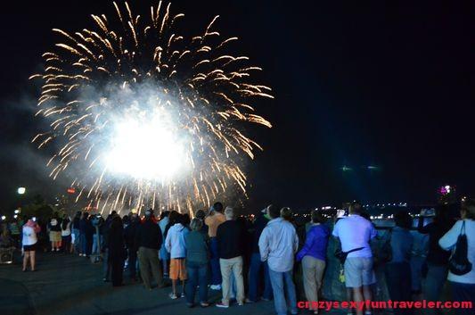 Niagara Falls fireworks (26)