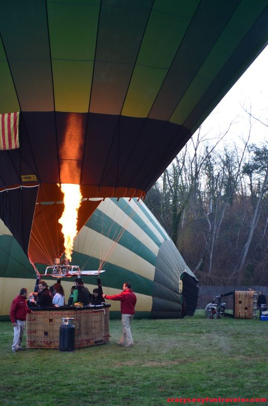 preparing hot air balloon