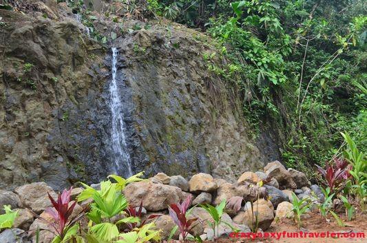 little waterfall Red Frog Beach (2)
