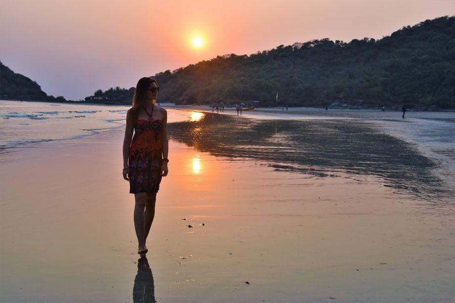 pri mojich solo prechadzkach po plazi v Palolem v Indii ma casto niekto otravoval