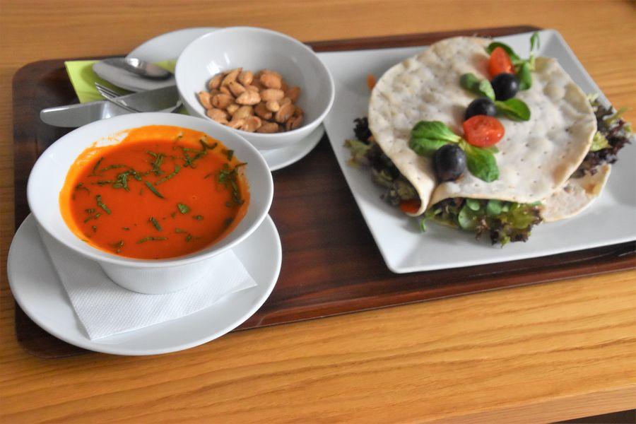 rajcinova polievka a tortilla so zeleninou Malvazia hotel