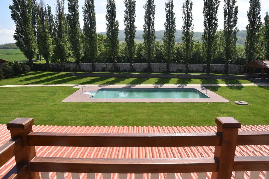 pohlad na bazen z balkona izby Malvazia hotel