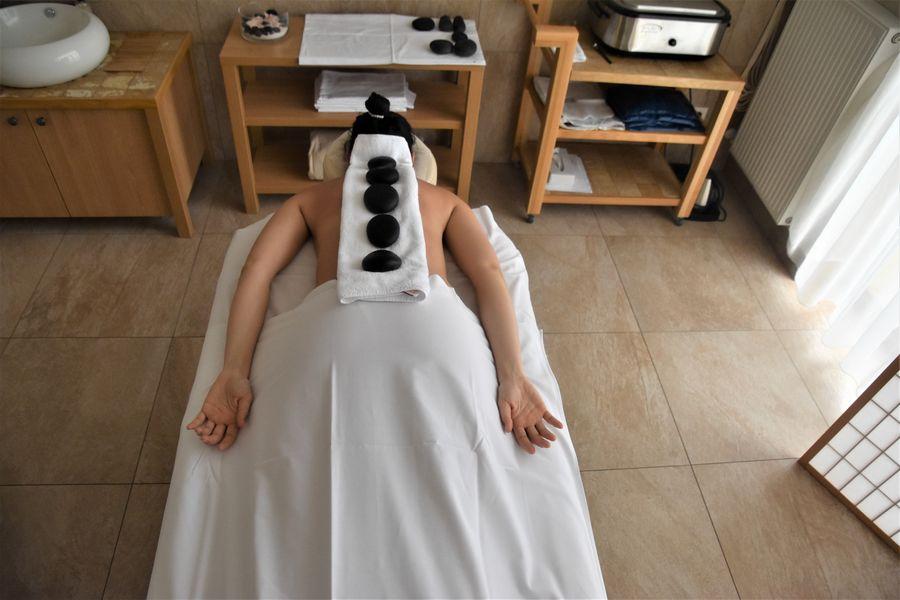 masaz s lavovymi kamenmi Malvazia hotel