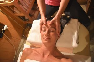 ZEN Indicka masaz hlavy wellness Tri Studnicky
