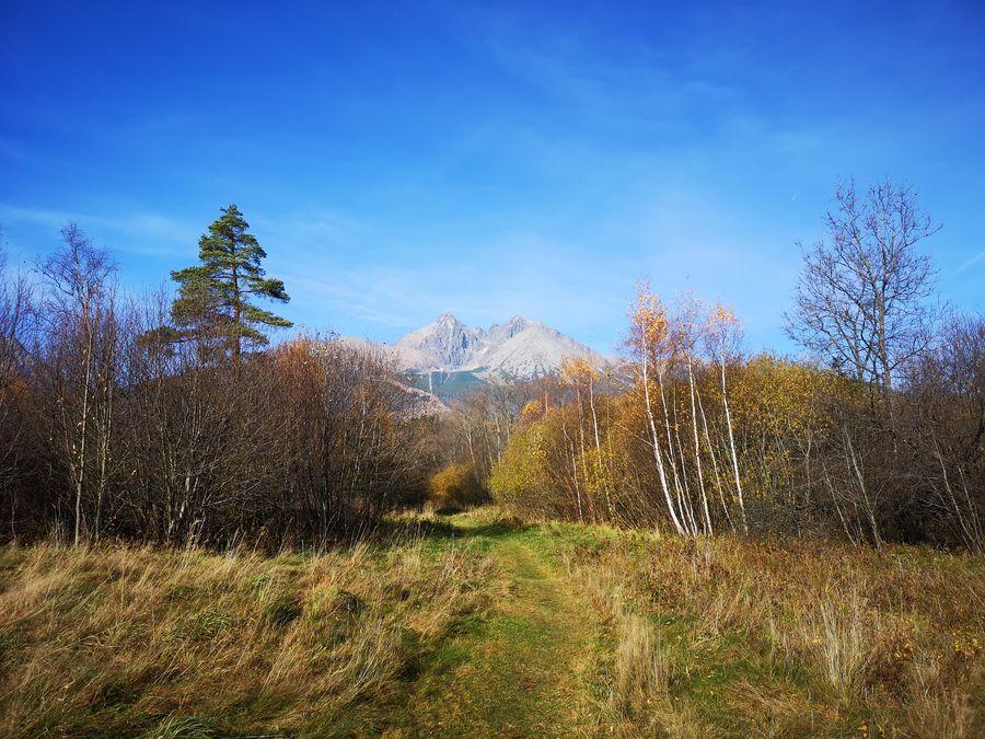 Vysoke Tatry cestou z cintorina Tatranska Lomnica
