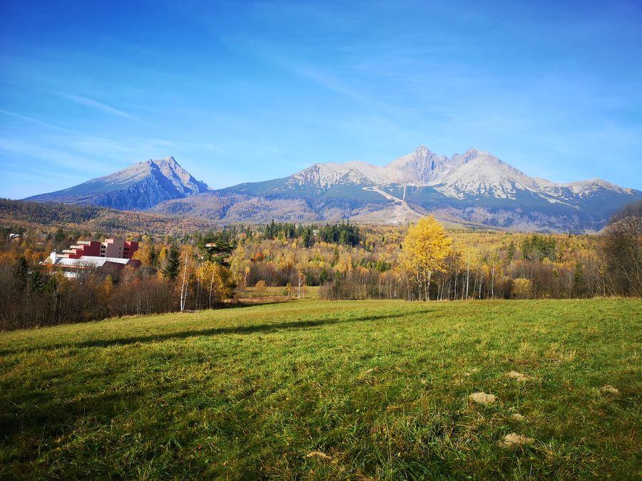 Vysoke Tatry z cintorina Tatranska Lomnica