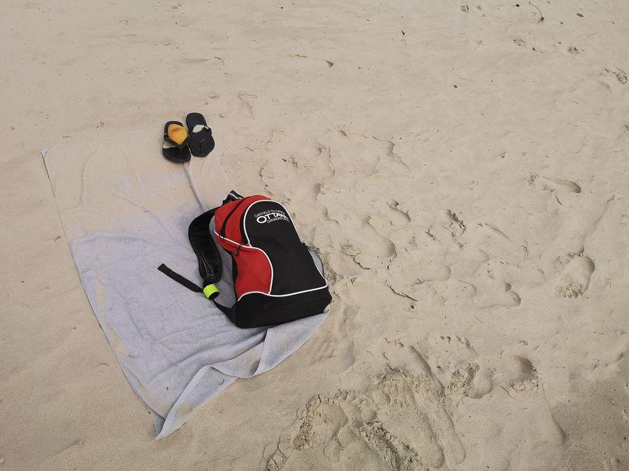 silny vietor na An Hai Con Son mi hned zafukal uterak na plazi pieskom