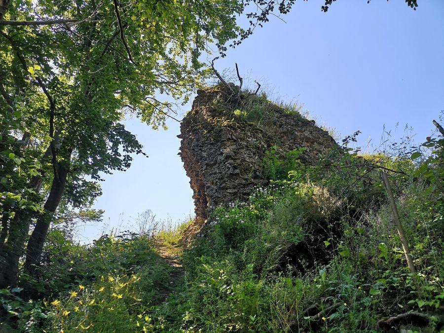 Tibavsky hrad kamenna hradba