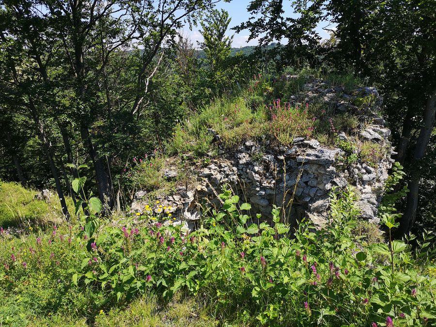 Tibavsky hrad kamenne mury