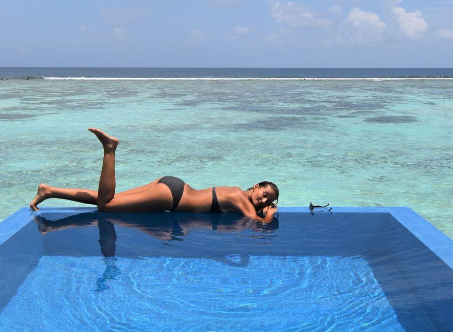 moj bazen v bungalowe na vode na Maldivach