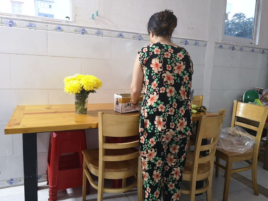 v ubore v restauracii