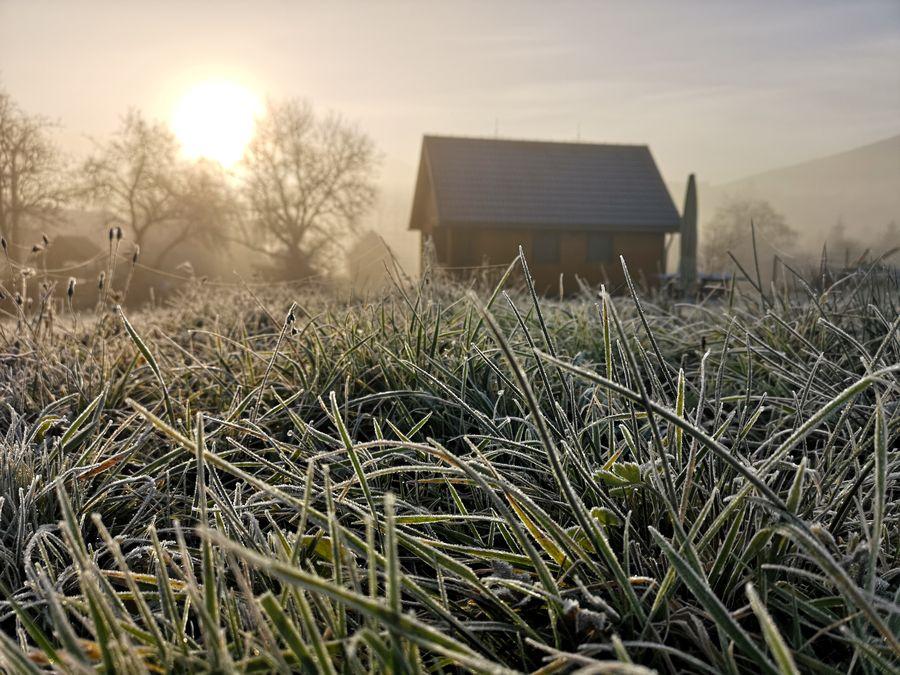 chata v Runine po vychode slnka