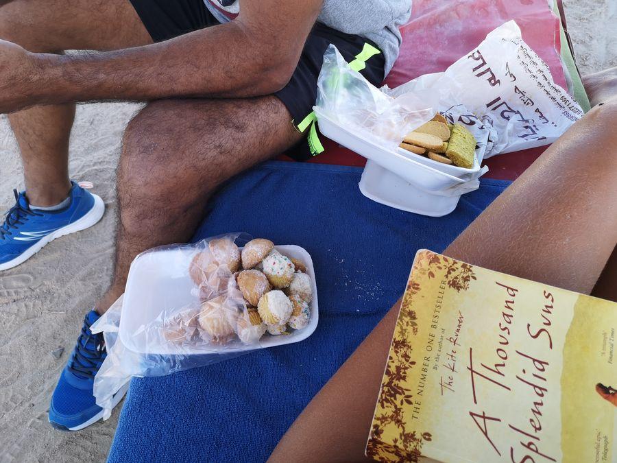 R mi na plaz doniesol dezert