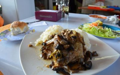 chicken-with-rice-lunch-in-la-vega-market-in-santiago