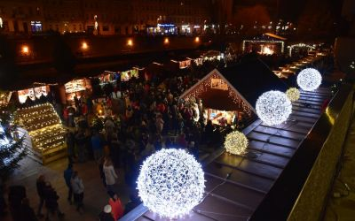 Things To Do In Karlovy Vary Czech Republic Christmas Market And Christmas Tree 168