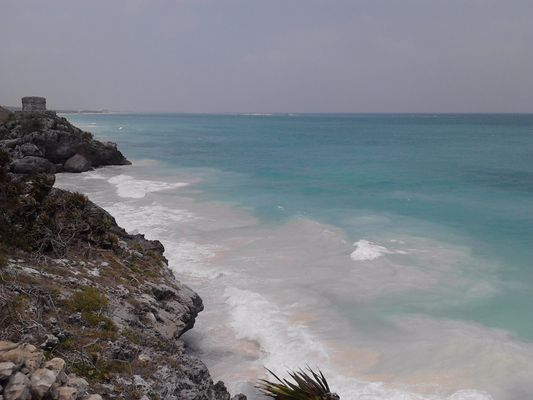 Tulum ruins - cliff and beach