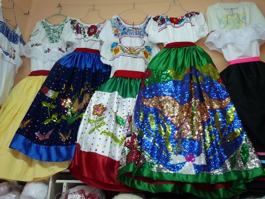 traditional Mexican dresses, el Parral market, Puebla