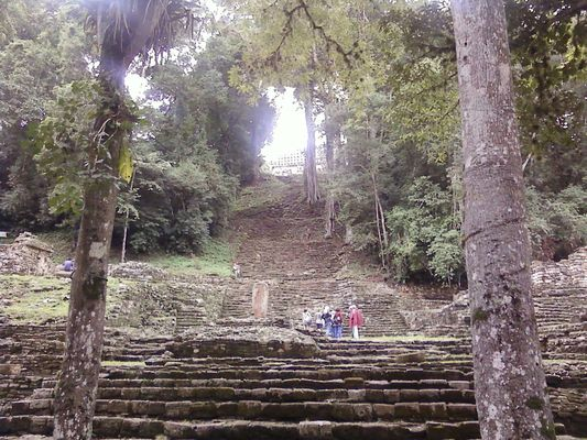 Yaxchilan staircase structure 33