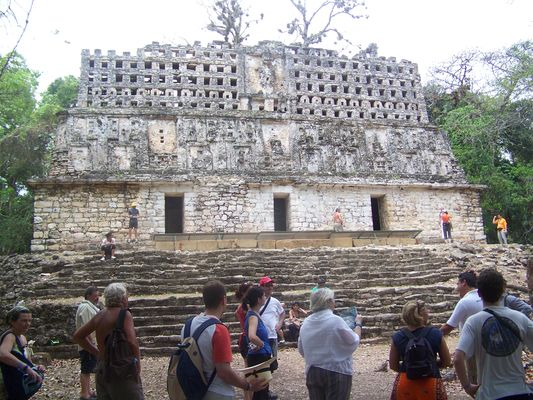 Yaxchilan temple structure 33