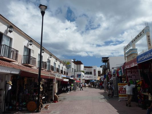 beginning of 5th Avenue in Playa del Carmen