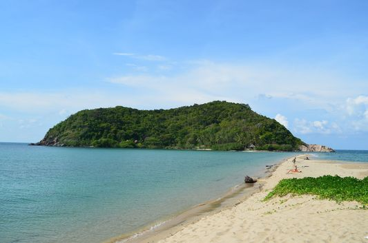 Haad Mae Haad beach with the view of Koh Ma island