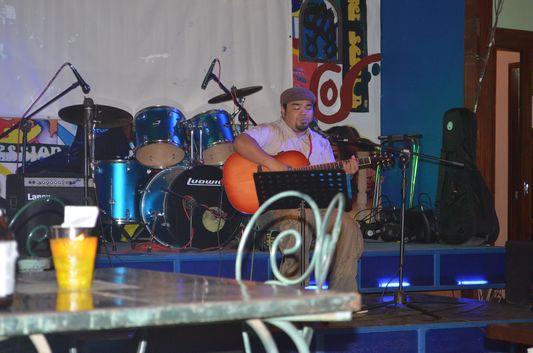 singer Simon in Taverna Luna restaurant in Puerto Princesa, Palawan, Philippines