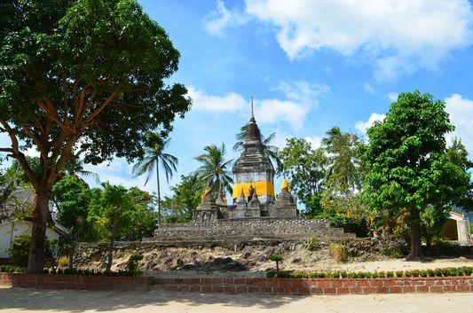the first temple built on Koh Phangan island - Wat Phu Khao Noi