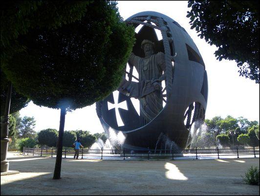 Huevo de Colón in Parque de San Jerónimo