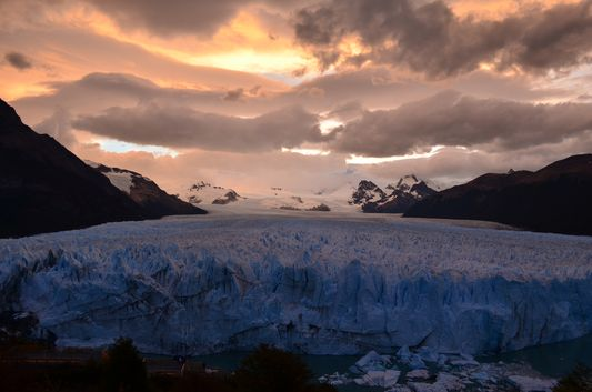 pinky - grey sunset above Perito Moreno glacier