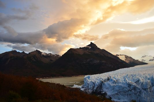 beginning of the sunset above Perito Moreno