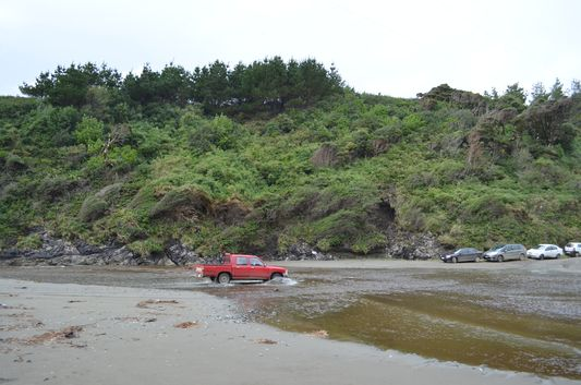 a car trying to pass the river to get to Punihuil Pinguinera