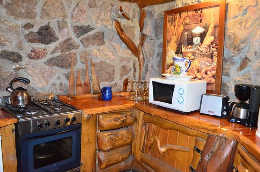 fully-equipped kitchen in cabana Ruca Lico in Villa Traful