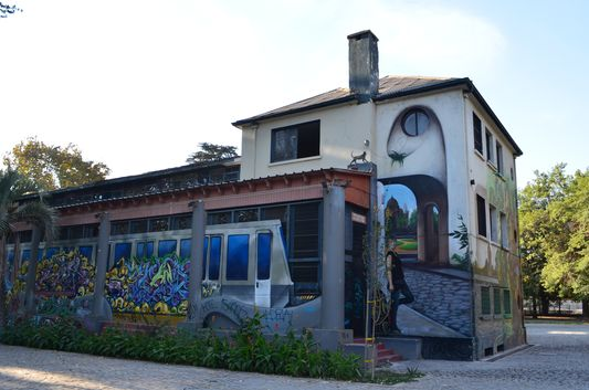 graffiti in Quinta Normal park in Santiago de Chile