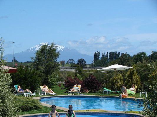 swimming pools in cabañas Molino Viejo with the view of volcano Calbuco