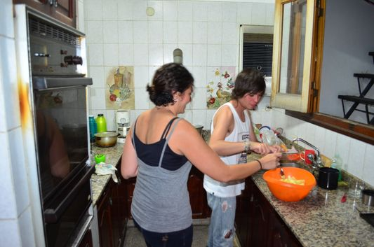 preparing BBQ dinner in Alquimia hostel in Salta