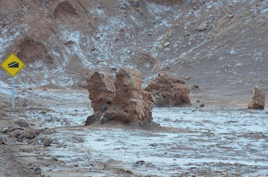 weird rock formations in Valle de la Luna