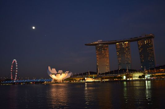 famous Marina Bay at night