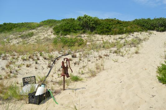 how they get water to dune shacks