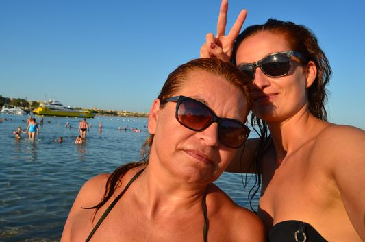 crazy sexy fun traveler with mom in Makadi Bay