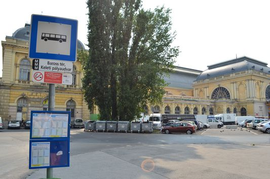 bus leaving to Aquaworld from behind Keleti train station