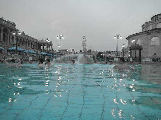 playing with the camera in Szechenyi thermal baths