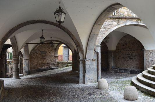 Loggia di Piazza Vecchia in Pigna