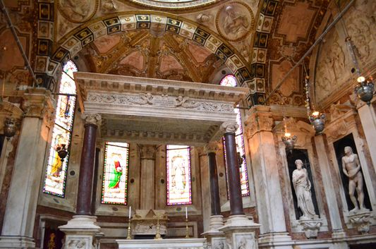 inside San Lorenzo cathedral