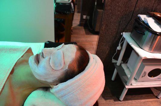 Aurea del Mare sea facial treatment from close