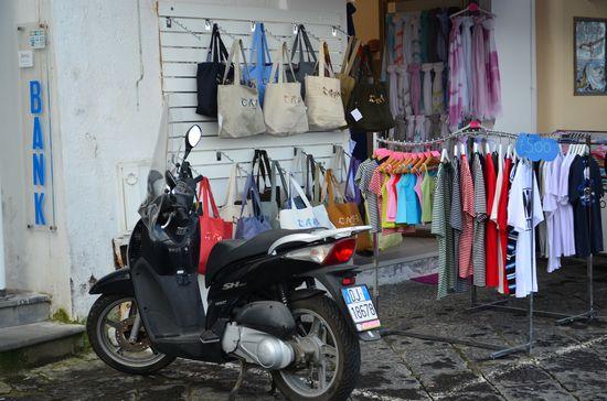 a souvenir shop in Marina Grande