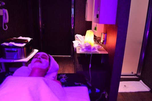 different colours in the room made it very relaxing during Aurea del Mare sea facial treatment